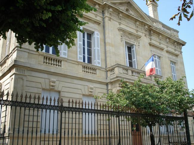 The town hall of Villefranche de Lonchat