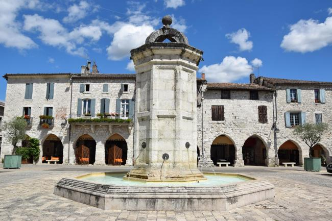 Place of the bastide, fountain